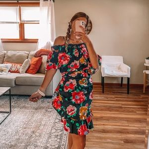 NWT Who what wear island floral off the shoulder
